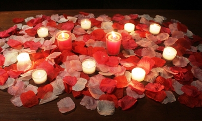 Romantic package w/ 2500 artificial rose petals - RED